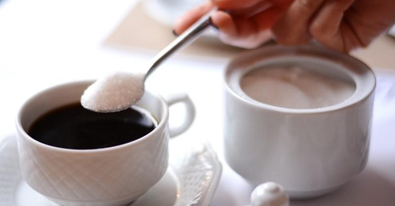 come-zuccherare-caffè-classico-canna-dolcificante-la-scelta-giusta-per-la-salute_800x418