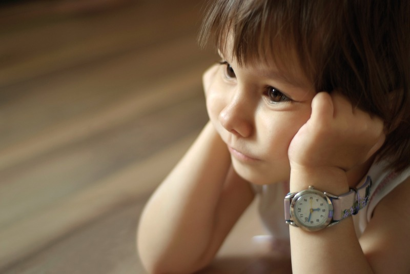 bambina con orologio_