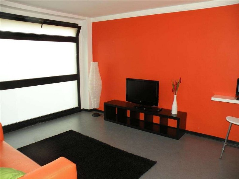 parete arancione