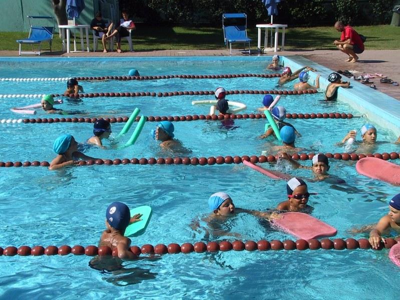 centri-estivi-piscina-roma_799x600