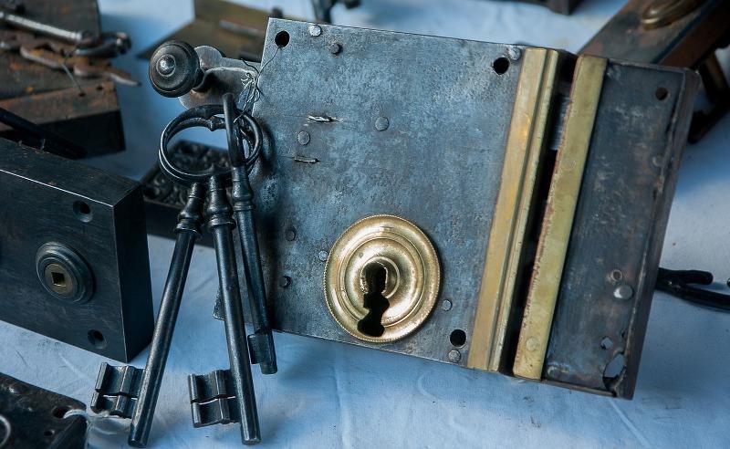 fabbro-pronto-intervento-serrature-e-non-solo_800x492